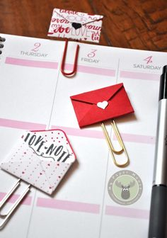 Make the perfect bookmarks or planner clips using the Love Notes Framelits Dies from Stampin' Up! Paper Clips Diy, Paper Clip Art, Paperclip Crafts, Paperclip Bookmarks, Diy Papier, Scrapbook Embellishments, Love Notes, Diy For Kids, Bookmarks
