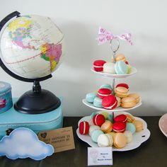 Travel - Baloane cu aer cald, o tematica pe care o indragim tare mult atunci când vine vorba de candy bar pentru botez, personalizat cu detalii specifice si alese cu grija. Macarons, Bar, Macaroons
