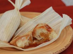 Tamales with Dulce de Leche Sweet Tamales - Dessert Tamales with Dulce de Leche Mexican Dishes, Mexican Food Recipes, Dessert Recipes, Mexican Pastries, Mexican Snacks, Dessert Tamales, Sweet Tamales, Mexican Tamales, Tamale Recipe