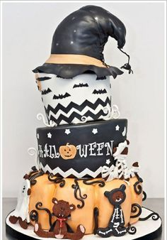 essen gebäck torte kuchen gruselig wald Crazy Cakes, Fancy Cakes, Halloween Cakes, Halloween Halloween, Whimsical Halloween, Halloween Goodies, Halloween Birthday, Witch Cake, Decorating Supplies