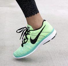 Nike Flyknit Lunar 3 Running Show & Lululemon Athletica