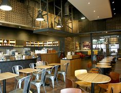 Located in a building originally designed by world-famous architect Frank Gehry, this Starbucks in Disneyland Paris reflects the clean, modernist design of 1930s Europe. It features repurposed barrels from local French vineyards, a countertop made with parts of recycled mobile phones, and bar cladding made from leather scraps sourced from nearby shoe and auto manufacturing plants.