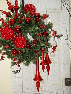 This wreath is stunning love how the ornaments are off  to the side