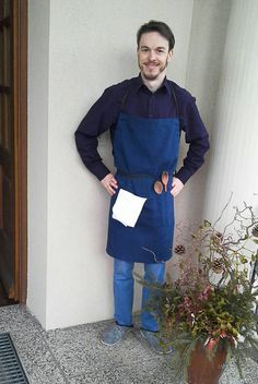 Apron made of handdyed linen with pockets and adjustable strings. For awesome guys :-)