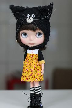 I love her attitude, her dress, and her hat! Blythe
