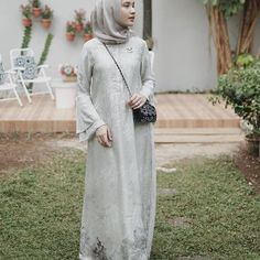 New Party Outfit Casual Wedding Ideas Hijab Gown, Kebaya Hijab, Hijab Dress Party, Kebaya Dress, Hijab Outfit, Dress Brokat Muslim, Dress Brokat Modern, Muslim Dress, Model Kebaya