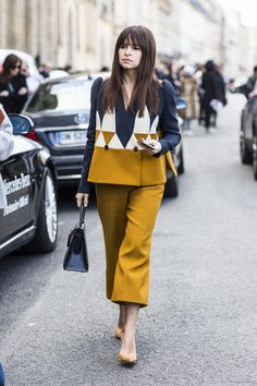 Find tips and tricks, amazing ideas for Miroslava duma. Discover and try out new things about Miroslava duma site Miroslava Duma, Paris Street Fashion, Vetement Fashion, Estilo Fashion, Winter Stil, Mode Hijab, Western Outfits, Pulls, Fashion Dresses