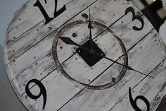 This is the top of a rescued cable spool. I white washed and waxed it, added some house numbers and a clock kit to turn it in to a working clock. Wooden Spool Projects, Spool Crafts, Pallet Crafts, Diy Projects, Large Wooden Spools, Wooden Cable Spools, Electrical Spools, Wooden Cable Reel, Decoracion Low Cost