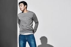 I still find it weird that JEEP has an outerwear collection, but I am grateful because otherwise, there would be a few less pictorials with Yoo Ah In. JEEP's S/S 2016 visuals are heavily phot…