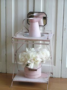 Pastels and Whites: Frans wastafeltje / Antique little French wash stand
