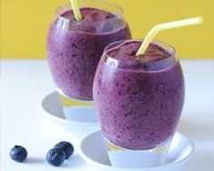Blueberry Brain Boost Smoothie - studies show that the powerful antioxidants and phytochemicals in blueberries may improve cognitive function. Paired with walnuts, they make a blueberry smoothie that tops the antioxidant chart. Juice Smoothie, Smoothie Drinks, Healthy Smoothies, Healthy Drinks, Smoothie Recipes, Healthy Eating, Healthy Recipes, Vanilla Smoothie, Easy Recipes