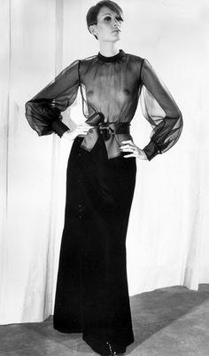 Après le Smoking Féminin Viendront la Saharienne qu'il transforme en un Elément Vestimentaire Chic, les Cuissardes et les Blouses Transparentes ... qui Feront Couler Beaucoup d'Encre