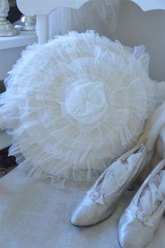 Jeanne d'Arc Living. Romantic Cottage, Vintage Home Decor, Shabby Chic, Bean Bag Chair, Cushions, Furniture, Crafting, Van, Cream