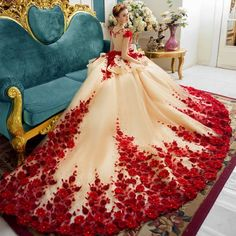 Flora Applique Prom Dresses 2018 Champagne And Red Ball Gowns Evening Gowns Peplum Sheer Back Covered Buttons Vintage Bridal Gowns Red Ball Gowns, Ball Gowns Evening, Evening Dresses, Ball Gowns Fantasy, Wedding Dress Train, Luxury Wedding Dress, Wedding Gowns, Dubai Wedding, Lace Wedding