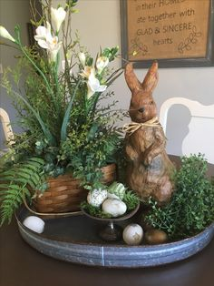 Looking for the best Spring & Easter Decor Ideas. Here are the cutest & fresh DIY Spring and Easter Decorations ideas including centerpieces, Mantle & craft Easter Table Decorations, Decoration Table, Easter Centerpiece, Tray Decor, Easter Table Settings, Spring Decorations, Decoration Crafts, Table Centerpieces, Deco Champetre
