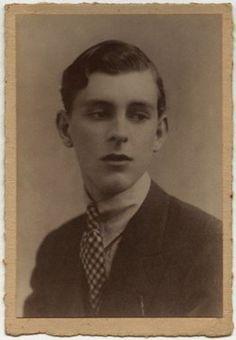 Stephen Tennant, the Quintessential Aesthete - by Foulsham & Banfield (1920's).
