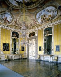 Reggia di Caserta, the Autumn Salon