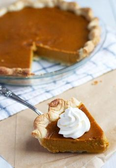 When regular pumpkin pie recipes become monotonous, make this Brown Sugar Pumpkin Pie instead. As an easy thanksgiving recipe, it's perfect for beginners. In addition, this pumpkin pie recipe from scratch only has 8 ingredients. No Bake Pumpkin Pie, Sugar Pumpkin, Pumpkin Pie Recipes, Easy Thanksgiving Recipes, Holiday Recipes, Thanksgiving Menu, Baking Recipes, Dessert Recipes, Yummy Recipes