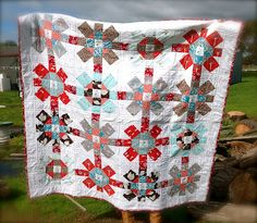 Little Swedeheart: YAY! Labyrinth Quilt Finished!