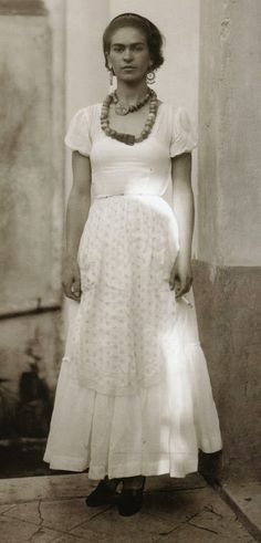 Frida Kahlo ( in the 1920s ).