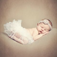 Fotograf: Caroline Smith   #nyfødt #newborn #nyfødtfotograf #nyfødtfotografering #newbornphotography Ballet Dance, Dance Shoes, Slippers, Sports, Dance Ballet, Dancing Shoes, Hs Sports, Sneakers, Slipper