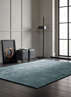 UNICO - Hand-woven plain rug with a strié stucture.
