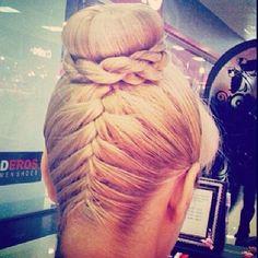 upside braid bun