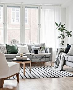 White living room wall shelves black and decor pulling off walls style kids licious grey sofa Grey Walls Living Room, Home Living Room, Living Room Designs, Living Room Decor, Beautiful Bedroom Designs, Beautiful Bedrooms, Off White Walls, Design Apartment, Ideas Hogar