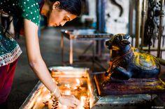 Nandi and devotee, Madurai Meenakshi Temple