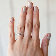 sand+tropez+by+essie - Elissa+from+Elissa+R+Photography+looks+picture+perfect+for+summer+in+'sand+tropez'.