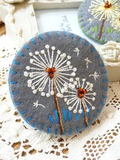Dandelion inspired handmade felt brooch - Grey Fabric Brooch, Felt Brooch, Beaded Brooch, Felt Fabric, Brooch Pin, Felt Embroidery, Felt Applique, Brooches Handmade, Handmade Felt