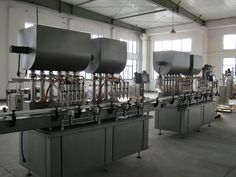 Widely used in Japan, such as the oil industry, filling different liquid products. #autoliquidfillingmachine #volumetricliquidfillingmachine #eliquidfillingmachine #liquidfillingmachineforsale #corrosiveliquidfillingmachine
