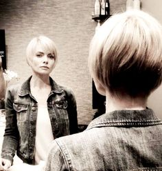 New hairdo: Jaime Pressly has cut her hair into a short blonde bob 2015 Hairstyles, Cool Hairstyles, Blonde Graduated Bob, Graduated Hair, Short Hair Cuts, Short Hair Styles, Bob Styles, Dramatic Hair, Cut Her Hair