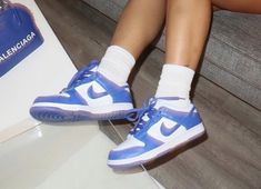 Jordan Shoes Girls, Girls Shoes, Jordan 1, Sneakers Fashion, Shoes Sneakers, Shoes Wallpaper, Aesthetic Shoes, Hype Shoes, Fresh Shoes