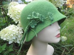 Green cloche hat Green hat Light green hat Cloche hat Felt hat Elegant hat Hat cloche Felt cloche hat Women's green hat Retro hat 1920s hat - pinned by pin4etsy.com