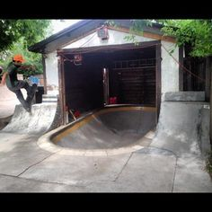My future home will def have this mini bowl Skateboard Room, Skateboard Furniture, Skateboard Ramps, Backyard Skatepark, Bmx Ramps, Skate Ramp, Skate Photos, Skate And Destroy, Up House