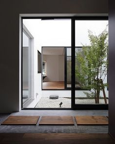 Diseño de Interior minimalista con un especial gusto al integrar el patio en la casa. #trucos #living #lifestyle #onetofollow #homedecor #room #decoracion #decor #photo #archilovers #arquitectura #blogger #luxurydesign #adornos #details #instacool #instadesign #instalike #architect #inspiration #interiorismo #trucosdecasa #like4like #instagram #decorativo #diseño #love #interiordesign #fashion #mujeres  más en: trucosencasa.blogspot.com.es   http://ift.tt/1PrRCGq  decor decoracion hogar Home…