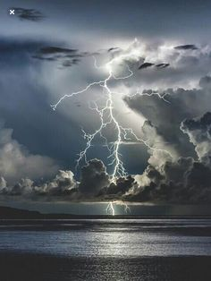 Over a vast ocean of conflict I storm is brewing. With the loss of the last young life, I feel that this storm will swept me with it. Image Nature, All Nature, Science And Nature, Amazing Nature, Beautiful Sky, Beautiful Landscapes, Beautiful Images, Landscape Photography, Nature Photography