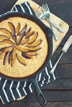 Brown Butter Blue Plum Skillet Cake | The Gouda Life