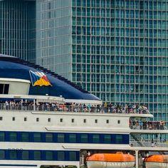 "@5300photography's photo: ""#veerboot #Stena #Brittanica vaart voor de #Rotterdam voorbij om voor de #Erasmusbrug gedraait te worden. #Ferry Stena Brittanica in front of the Rotterdam during the harbourdays. #wereldhavendagen #echwel #yelpstagram010 #people #allwhatsbeautifull #dutchmill #dc_rotterdam #dutch_connextion #gers #gersmagazine #gemeenterotterdam #holland #loves_netherlands #life #insta010 #igholland #ig_nederland #igersholland #instawalk010 #instanetherlands"""