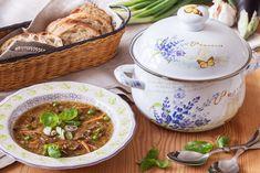 Ve vydatné hrstkové polévce je ode všeho hrst. Navařte ji pořádnou porci, ať máte třeba na chalupě porci pro nečekané strávníky. Doporučujeme například sadu smaltovaných hrnců s velkým objemem. Sada obsahuje hrnce od 2,8 do 6,1 litru a to už je objem na pořádnou porci.