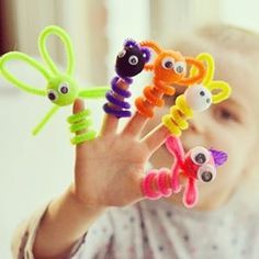 These pipe cleaner finger puppets are super easy to put together. This is such a fun and quick weekend craft project to do with you kids! Toddler Crafts, Preschool Crafts, Crafts To Make, Easy Crafts, Crafts For Kids, Easy Diy, Projects For Kids, Diy For Kids, Craft Projects