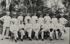 Groepsfoto militairen van het KNIL by Stichting Surinaams Museum, via Flickr
