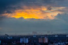 Hole in the Sky on a rainy day,Wolkenloch mit Sonnenschein hinter der Regenwand