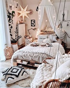 Attractive Bohemian Bedroom Decor Designs: Its time to add your home bedroom and interior designing with the perfect finishing of the decoration and renovation effects! Cozy Room, Room Inspiration Bedroom, Room Decor Bedroom, Bedroom Design, Room Inspiration, Bedroom Inspiration Cozy, Bohemian Bedroom Decor, Bedroom Inspiration Boho, Room Decor