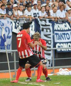 En el 2011 los goles de la Gata y Enzo enmudecieron a todo un estadio. Solos contra todos.