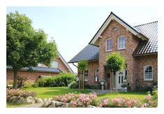 Metis Haus baut Ihr Einfamilienhaus in Hamburg und Schleswig-Holstein. – Individ… Metis Haus builds your family house in Hamburg and Schleswig-Holstein. – Individual captain's houses according to your wishes. Solid houses at fair prices. Garden Floor, House Goals, Model Homes, House Floor Plans, Home Fashion, Detached House, Exterior Design, Future House, Building A House
