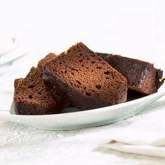 http://madame.lefigaro.fr/recettes/Faites fondre le beurre et le chocolat. Pour ce faire, vous pouvez utiliser un plat non perforé de 1,5 litre, comme ceux livrés avec les fours vapeur Miele. Laissez fondre au four vapeur pendant 3 minutes à 100°. Mélangez jusqu'à obtention d'une texture bien lisse. Battez les oeufs avec les sucres jusqu'à ce que le mélange devienne presque blanc. Incorporez la farine préalablement passée au tamis et mélangez bien. Ajoutez le m...