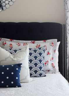 Customize your bed linens and save money by making your own pillow shams! This tutorial walks you through everything you need to know! & Square Patchwork \u0026 Tufted Couch Cushion: Dritz Home Decor ... pillowsntoast.com