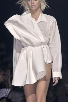 "hautedeath: Maison Margiela Spring 2010 -> Withdrawal of .- Entziehen der eigentlichen Funktion,…""> hautedeath: Maison Margiela Spring 2010 -> removal of the actual function, not conform, asymmetry, - Fashion Week Paris, Runway Fashion, Teen Fashion, Womens Fashion, Fashion Trends, Young Fashion, Haute Couture Style, Deconstruction Fashion, Fashion Project"